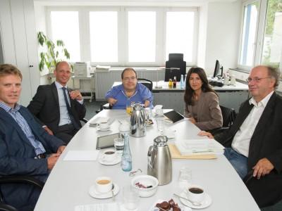 Beim Gespräch in der Redaktion des General-Anzeigers in Bonn: (von links)  Dirk Schlömer, Ralph Bombis, Stefan Fricke, Serap Güler und Rolf  Beu. Foto: Barbara Frommann